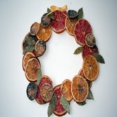 rsz_dried-fruit-wreath-photo